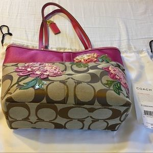COACH Tote and Cluth Set!